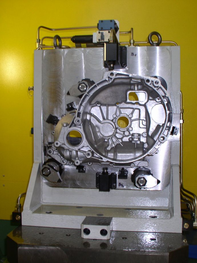 Processing cells for complete mechanical processing of gearbox and clutch housings, of aluminium