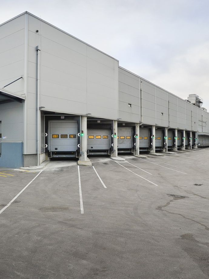 Storage and distribution centre