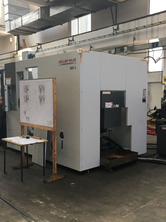 Horizontal processing centre NBH5 with SAS technology and holding devices for mechanical processing of hydraulic pump components