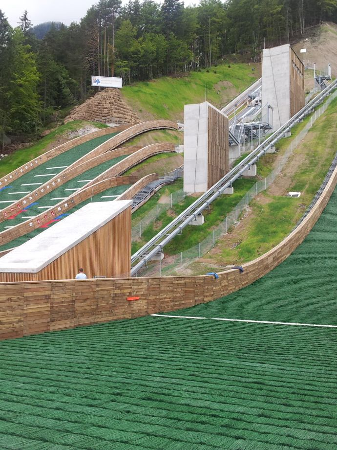 Construction of a leaning lift in NC Planica