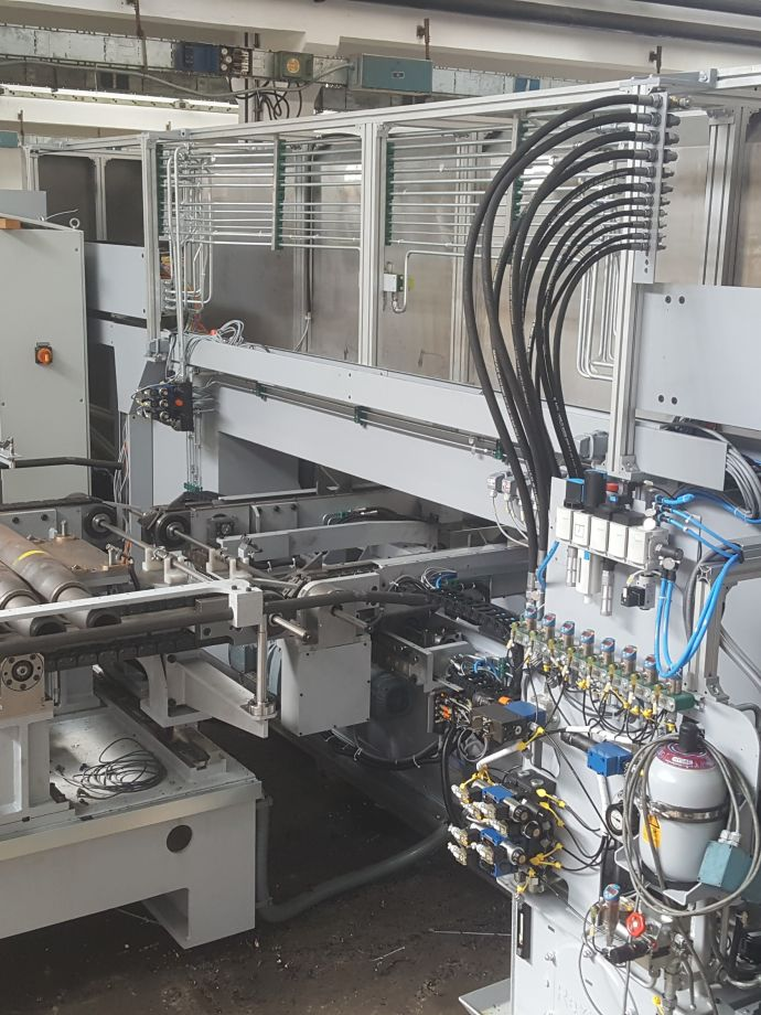 Design, manufacture and supply of a special CNC centre for the machining of axle ends for freight vehicles with automatic machine operation