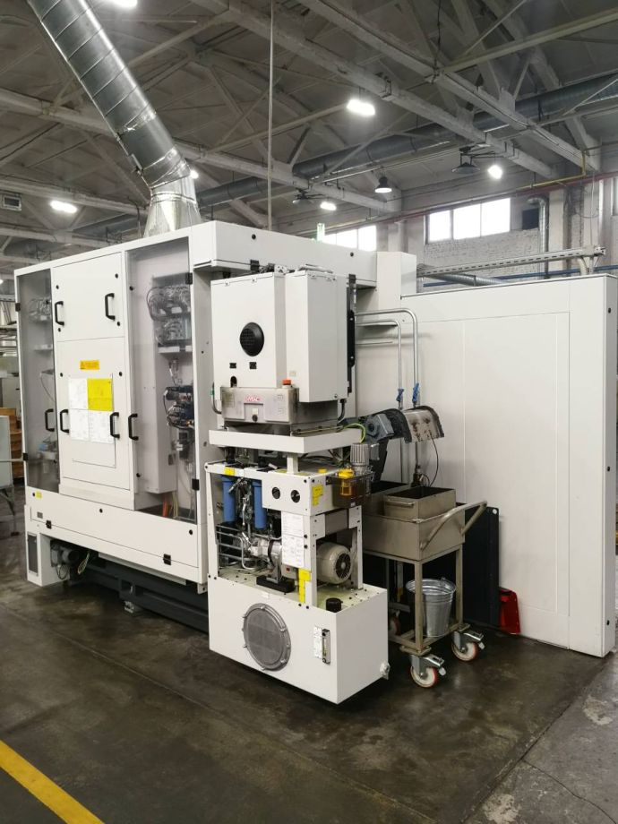 Liebherr gear hobbing machine for production of gears for hydraulic pumps